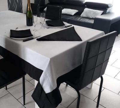 Nappe rectangulaire 140x250 Noir / Blanc - 7532